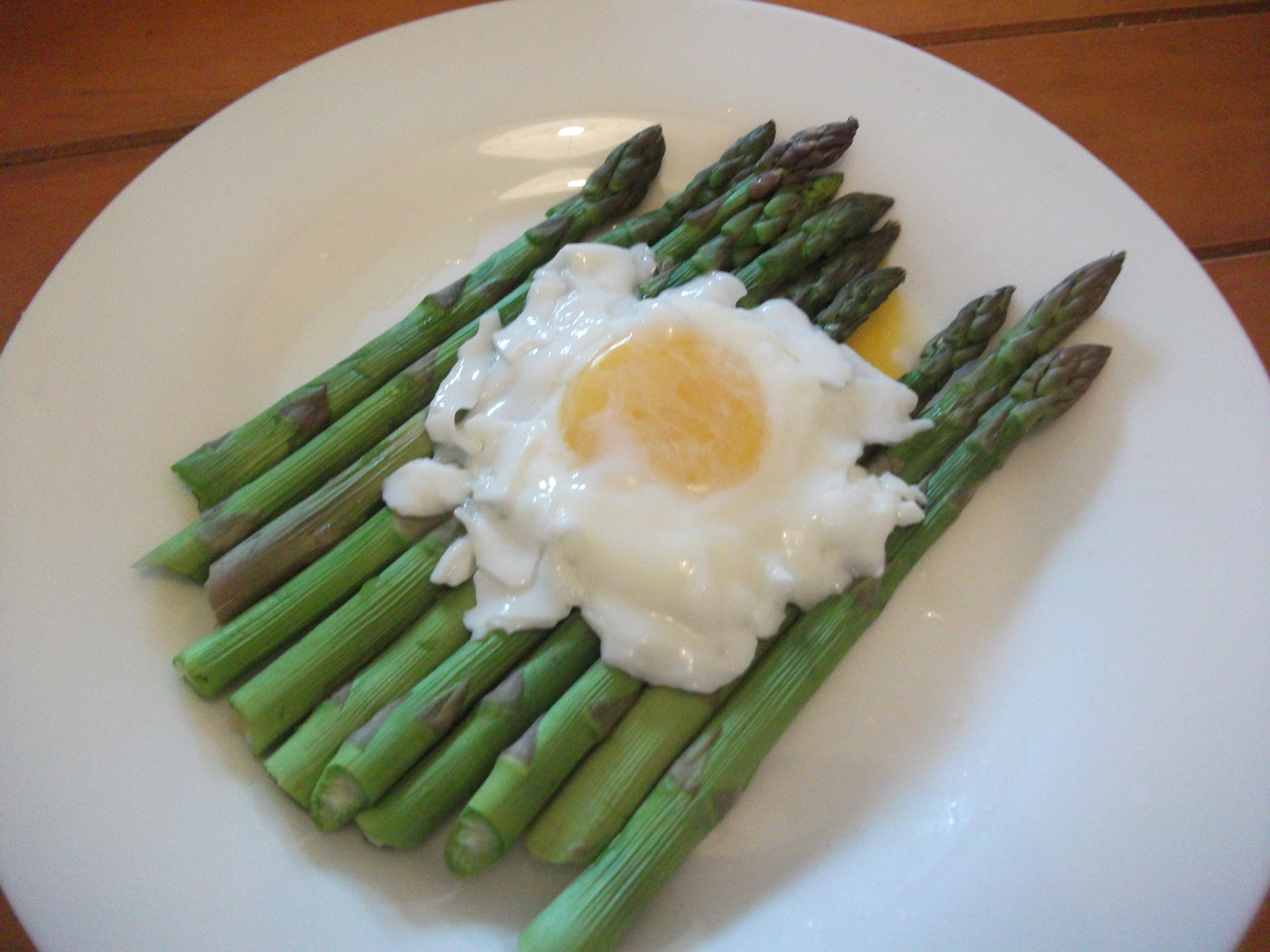 poached eggs steamed asparagus with poached eggs recipe yummly poached ...